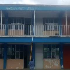 escuela ignacio manuel altamirano: Escuelas de estilo  por diseño & construcciones tapia