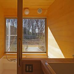 もりやのひらや: 環境創作室杉が手掛けた浴室です。