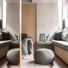 entrance / living room:  客廳 by 湜湜空間設計