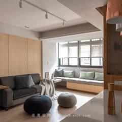 Salas / recibidores de estilo  por 湜湜空間設計