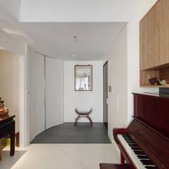 Corridor & hallway by 直方設計有限公司