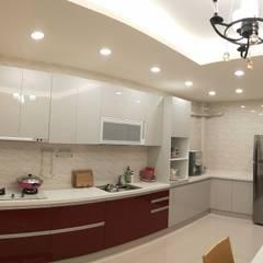 系統廚具:  廚房 by 頂尖室內設計工程行
