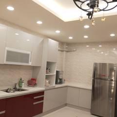 成小姐家裝設計:  廚房 by 頂尖室內設計工程行