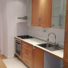 Apartamento T2 Alto São João - Lisboa: Cozinhas  por EU LISBOA