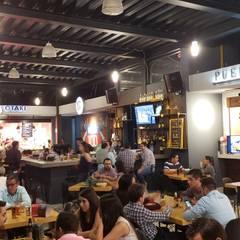 Interior amplio: Restaurantes de estilo  por NUV Arquitectura