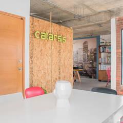 Sala de juntas: Oficinas y tiendas de estilo  por Constructora e Inmobiliaria Catarsis