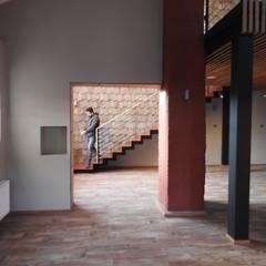 INTERIOR REMODELACION RESTAURANTE PATIO CONDELL: Comedores de estilo  por U.R.Q. Arquitectura