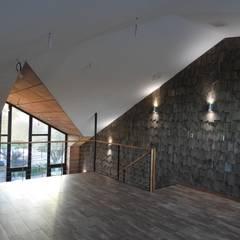 ALTILLO RESTAURANTE PATIO CONDELL: Comedores de estilo  por U.R.Q. Arquitectura