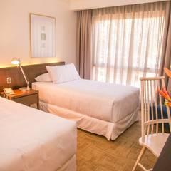 DECORACION HOTEL : Dormitorios de estilo  por Moon Design