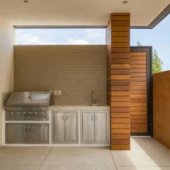Área Exterior CAF: Jardines de estilo minimalista por S2 Arquitectos