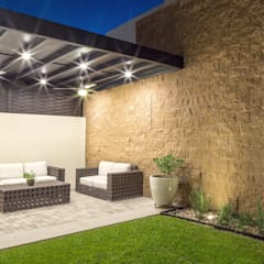 Área Exterior SSC: Jardines de estilo minimalista por S2 Arquitectos