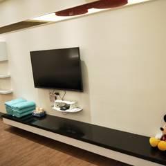 造型電視櫃:  商業空間 by 頂尖室內設計工程行