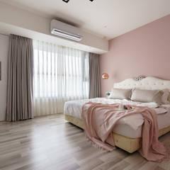 京城如意林宅 -- 現代古典風:  臥室 by Moooi Design 驀翊設計,