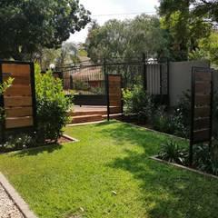 Garden revamp:  Garden by Young Landscape Design Studio, Modern