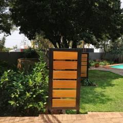 Garden revamp:  Garden by Young Landscape Design Studio,