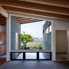 Ventanas de estilo  por  井上久実設計室