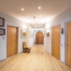 Chapel Conversion - Chichester:  Corridor & hallway by dwell design