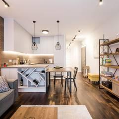 mieszkanie z Matrioszką - GACKOWSKA DESIGN: styl , w kategorii Aneks kuchenny zaprojektowany przez GACKOWSKA DESIGN
