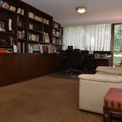 Casa en Lomas de Virreyes: Estudios y oficinas de estilo clásico por NettelHaus