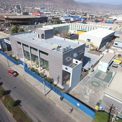 Construccion Centro de Entrenamiento industrial y Minero CEIM Antofagasta-Chile: Escuelas de estilo  por  Arquitectos Roman&Toledo