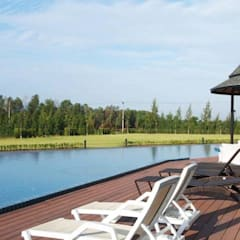 พื้นรอบสระว่ายน้ำ:  ระเบียง, นอกชาน by QWOOD by AN EMPIRE