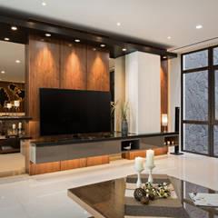 Pluit Residence:  Ruang Keluarga by INERRE Interior