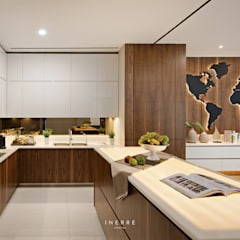 KitchenKitchen:  Dapur built in by INERRE Interior