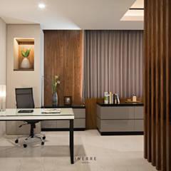 Pluit Residence: Ruang Kerja oleh INERRE Interior,