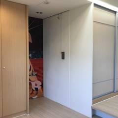 3F女孩房衣櫃:  臥室 by houseda