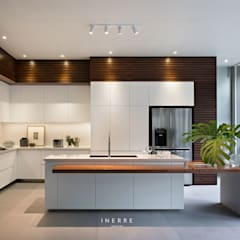 : Dapur built in oleh INERRE Interior,