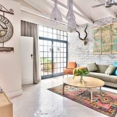 Bo Kaap:  Living room by Studio Do Cabo