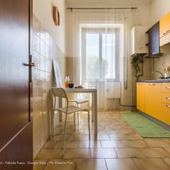 TROPICAL CHIC - Home Staging in un appartamento in città: Cucina in stile in stile Tropicale di Fabiola Fusco -  Architetto e Home Stager