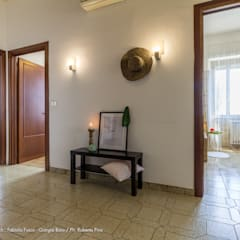 Corridor & hallway by Fabiola Fusco -  Architetto e Home Stager