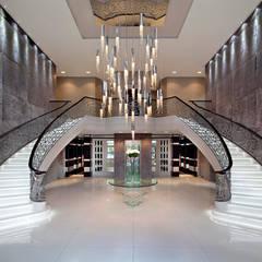 Sexy Crystals by Ilfari:  Corridor & hallway by IQ Furniture