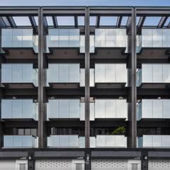 玻璃陽台是立面很重要的表情元素:  辦公室&店面 by 竹村空間 Zhucun Design