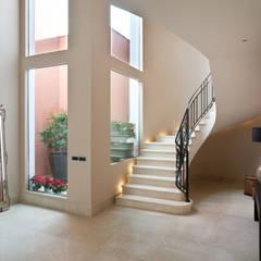 Escaleras de estilo  por Idearte Marta Montoya