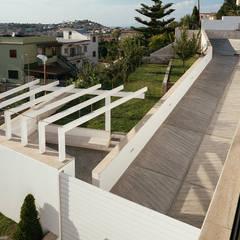 Ingresso alla villa: Ingresso & Corridoio in stile  di Antonio Baroni - Homify