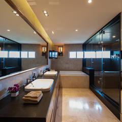 Departamento Vertice: Baños de estilo  por ARCO Arquitectura Contemporánea