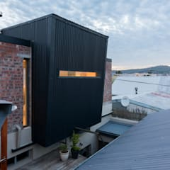 Exterior View bedroom extension:  Passive house by Barak Mizrachi Architects
