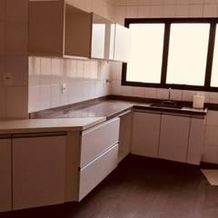 Cozinha antes da reforma: Armários e bancadas de cozinha  por STUDIO SPECIALE - ARQUITETURA & INTERIORES