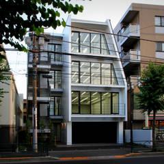 吉祥寺プロジェクト 夜景外観: TAPO 富岡建築計画事務所が手掛けたオフィスビルです。