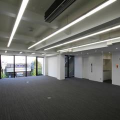 吉祥寺プロジェクト 3Fオフィス: TAPO 富岡建築計画事務所が手掛けたオフィスビルです。