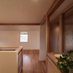 斑鳩の家: 中山建築設計事務所が手掛けた廊下 & 玄関です。