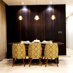 monochrome:  Dining room by shades - design studio by shweta