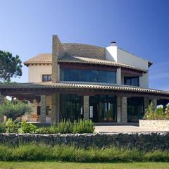 Chalet en Sancti Petri: Casas de estilo  de Idearte Marta Montoya