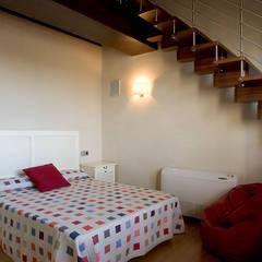 Chalet en Sancti Petri: Dormitorios de estilo  de Idearte Marta Montoya