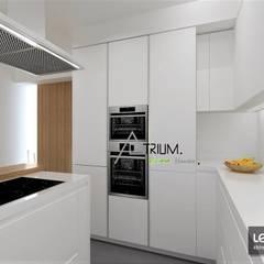Single house - Cascais:  Kitchen by Atrium Projetos e Construção