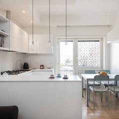 angolo cottura: Cucinino in stile  di zero6studio - Studio Associato di Architettura