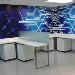 MOBILIARIOS ÁREA DE OPERATIVOS: Oficinas de estilo moderno por Design Comercial
