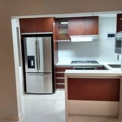 COCINA Y BAÑO REMODELACIÓN : Muebles de cocinas de estilo  por Design Comercial